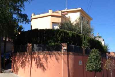 Three story house with an elevator in residential area of Barcelona